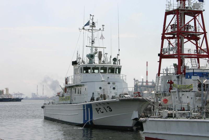 PC13 みずなみ 船首方向から PC-13 巡視艇みずなみ PC-13 巡視艇みずなみ 前は